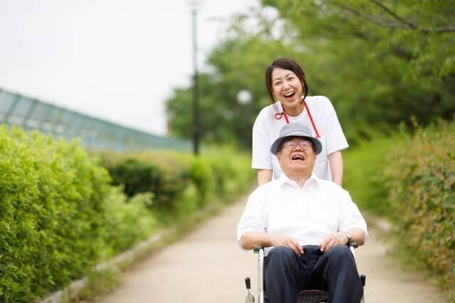 認知症をポジティブに ~介護施設職員の体験談~